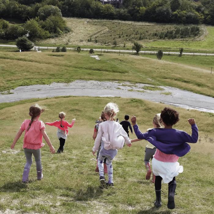Børn der løber på Herstedhøje